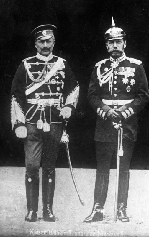 FonteADN-ZB/ARchiv) L'imperatore diGermania, Guglielmo II, con l'unifrme degli uari russi) e lo zar Nicola II (con l'uniforme dell'esercito prussiano) (Fonte: Bundesarchiv, Bild 183-R43302 / CC-BY-SA 3.0ADN-ZB/ARchiv)