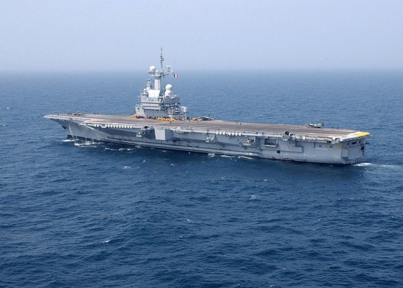 La portaerei 'Charles De Gaulle'(R-91) (Foto: U.S. Navy photo by Photographer's Mate 3rd Class Randall Damm)