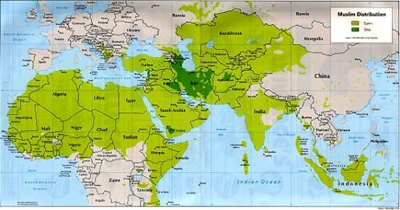 In verde il mondo musulmano. La colorazione più scura corrisponde al mondo musulmano sciita.