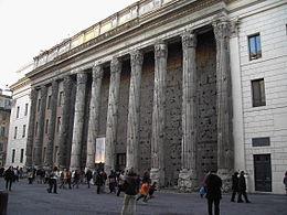 260px-Roma,_Piazza_di_Pietra_-_Tempio_di_Adriano