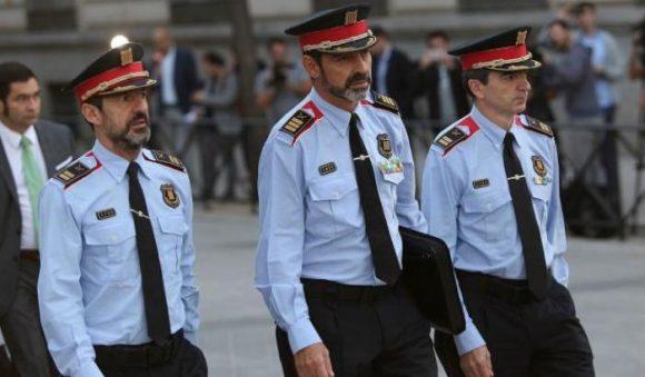 Al centro il maggiore Trapero, capo dei Mossos d'Esquadra