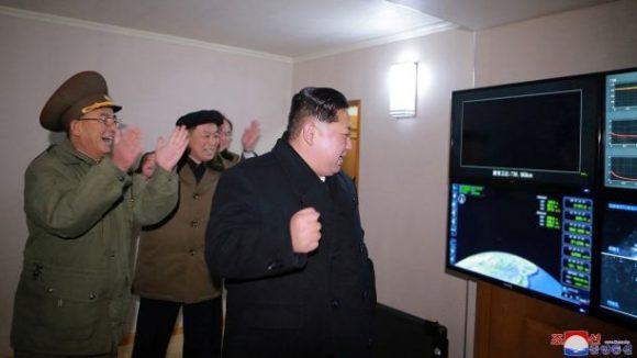 Il presidente Nord coreano gioisce per ii risultati ottenuti...