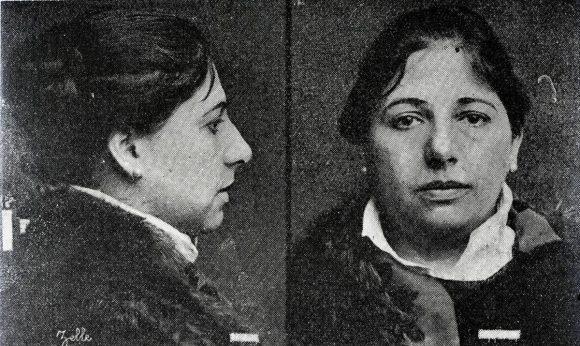 Mata Hari (Margarete Gertrude Zelle) in una foto segnaletica)