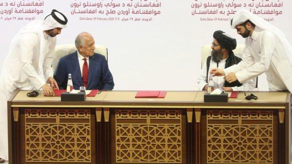 La firma a Doha 20 febbraio 2020